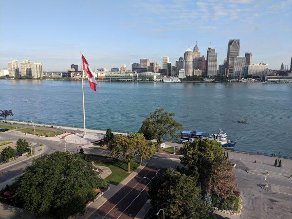 Detroit panorama sa reke slikano iz Kanade