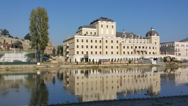 Avio karte Beograd Skoplje pozorište i reka vardar