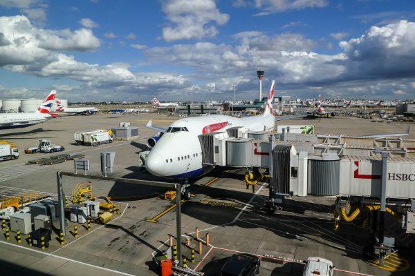 British airways avion na terminalu